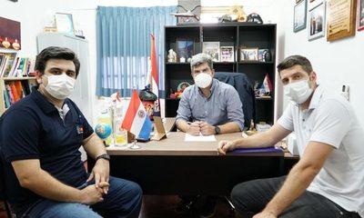 Esteban Wiens firma convenio para dar Internet gratis a Hospital Regional e IPS – Diario TNPRESS