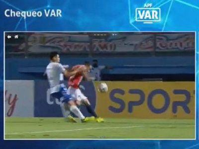 Martínez explota contra el arbitraje