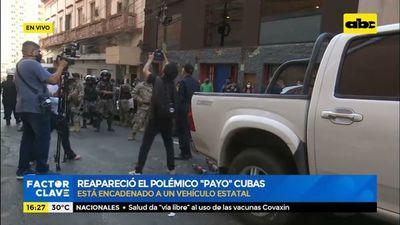 Payo Cubas se encadena a una patrullera