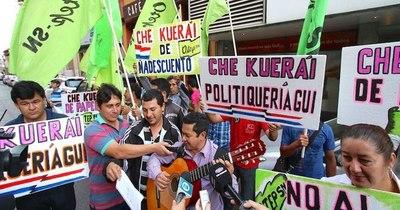 La Nación / Gremios docentes solicitan al BNF seis meses de prórroga en el pago de deudas