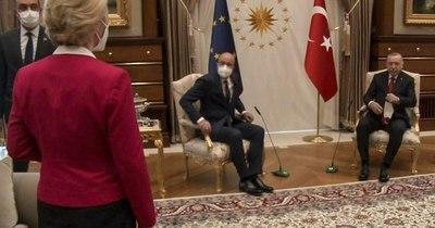 """La Nación / """"SofaGate"""": jefa de la UE quedó sin asiento en Turquía"""