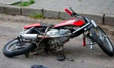 Muere motociclista tras chocar contra columna en Encarnación