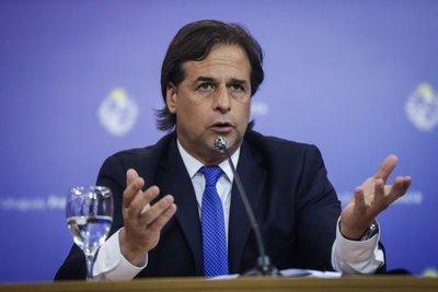 Uruguay registró un nuevo récord de casos de COVID-19 y Lacalle Pou anunció que continuará la suspensión de clases presenciales