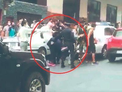 Payo pateó a policía, ligó y después se fue preso