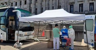 """La Nación / Uruguay extiende medidas para """"blindar abril"""" ante la pandemia"""