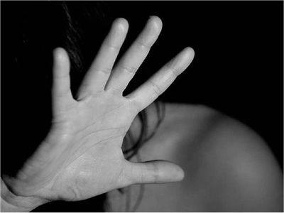 Ministerio de la Mujer asiste a víctima amenazada por prófugo