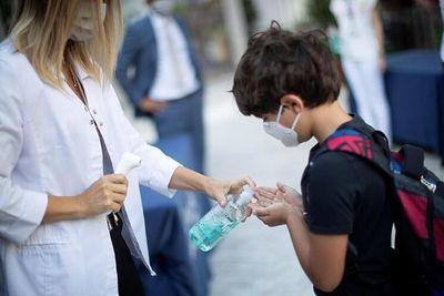 Casi 100 docentes murieron por COVID-19: 'Alguien dijo que el virus no estaba en los colegios…'