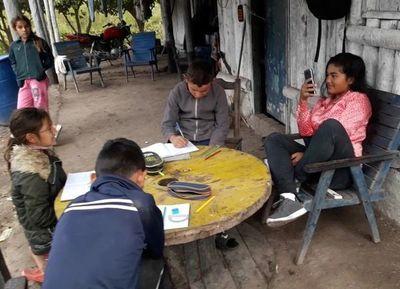 """Libros de matemáticas y castellano """"duermen"""" en el MEC mientras urgen en las escuelas"""