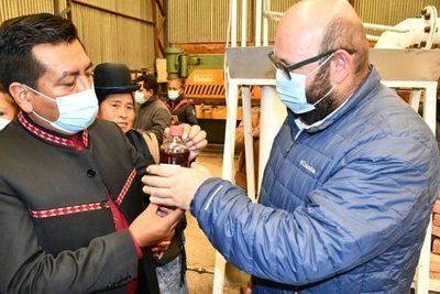Presentan un microreactor para la producción de biodiésel a partir de la basura en Bolivia
