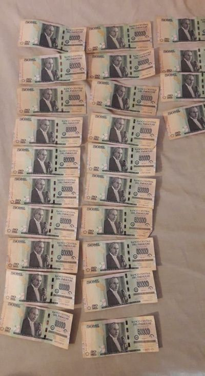 Hallan billetes en casa de pareja de presunto asaltacajeros