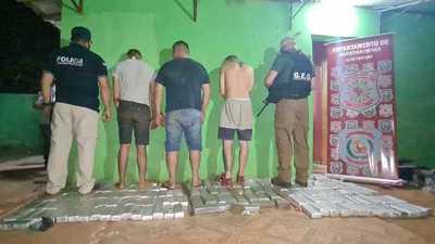 Incautan más de 100 kilos de marihuana y detienen a dos paraguayos y un brasileño