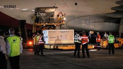 Arribaron las 20.000 dosis de Sputnik V para completar cobertura del personal de blanco