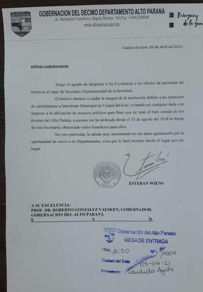 Wiens presentó renuncia como secretario de Juventud para dedicarse a su campaña