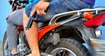 Hombre forcejeó con asaltante y lo despojó de su arma