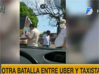 Taxistas acorralan a conductora de Bolt y Uber en San Lorenzo
