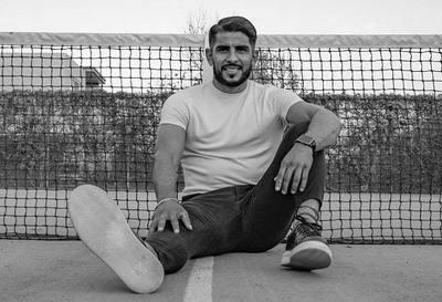 Futbolista debuta como cantante