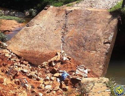Derrumbe de puente en Luque •