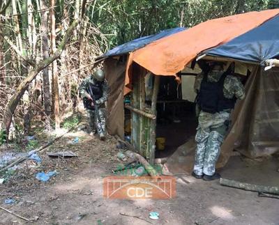Armada paraguaya destruye campamentos clandestinos en el Este