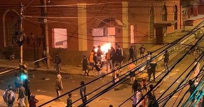 La Nación / Revocan prisión de dos imputados por quema de Colorado Róga