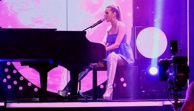 """Anna Chase formó parte de la apertura de cumbia en el """"Canta"""" a su estilo"""