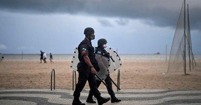 La Nación / Rio de Janeiro reabre bares, pero mantiene playas cerradas