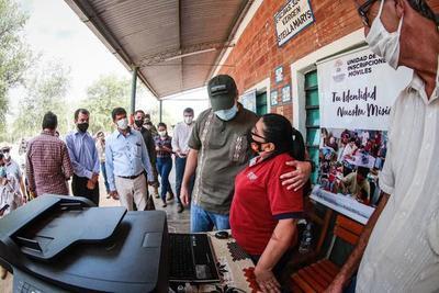 Gobierno entregó mobiliarios, insumos y equipos con conectividad a escuela chaqueña