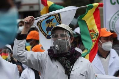Médicos bolivianos hacen pausa en su huelga en pos de diálogo con el Gobierno