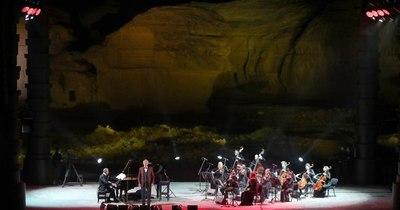 La Nación / Andrea Bocelli dio un concierto inédito en medio del desierto