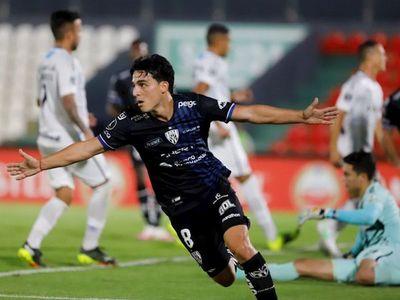Un doblete del argentino Faravelli deja a Independiente con los 3 puntos