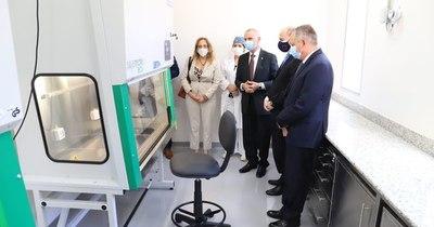 La Nación / Donan al Senacsa equipos modernos para laboratorio