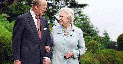 La Nación / El Reino Unido, de luto, rinde homenaje al príncipe consorte