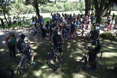 Con una concentración, deportistas exigen seguridad y limpieza en los parques