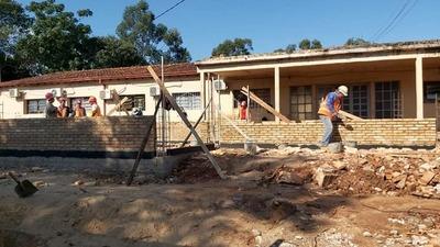 Gobernación de Caazapá continúa con las obras en el área de salud y educación