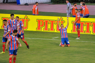 Óscar Ruiz se estrena con gol y clasificación para el Bahia