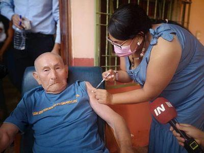 Inicia oficialmente vacunación de abuelitos en Encarnación