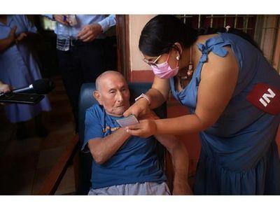 En Encarnación arrancó vacunación  y prevén  censo de adultos mayores