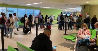 La Nación / Advierten que no existen paquetes que ofrecen viajes que incluyan vacuna