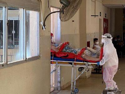 Hombre consigue cama en Terapia para su madre tras clamor desesperado