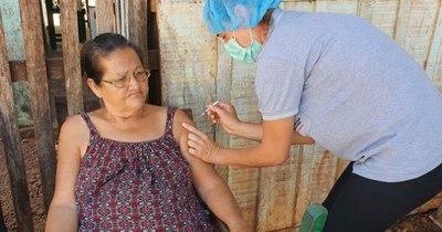 La Nación / Vacunan también en Concepción contra el COVID-19 a adultos mayores
