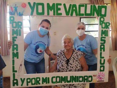 Avanza segunda jornada de vacunación a adultos mayores contra el COVID-19