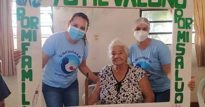 La Nación / Covaxin y AstraZeneca, las vacunas que reciben los adultos mayores