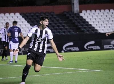 Libertad venció a Guaireña FC por 2-1 y es único puntero