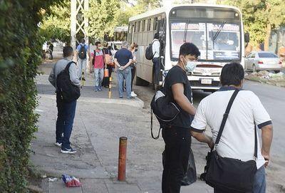 Reguladas: hay más de 500 buses inactivos y viceministro realiza verificaciones subiendo a los colectivos