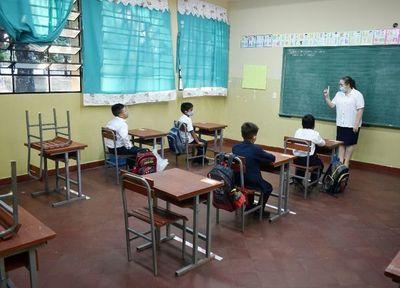 """Recomendación de optar por clases virtuales es por """"prudencia"""" ante COVID-19, dice ministro"""