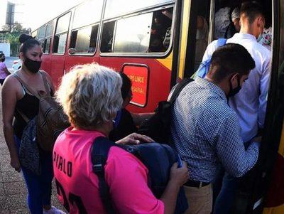 Flota de buses de transporte opera en un 72% y 82% · Radio Monumental 1080 AM