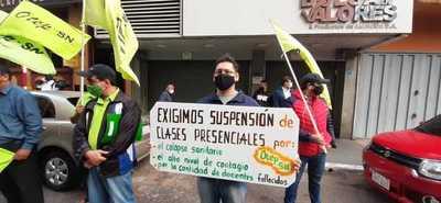 Tensión en la educación: docentes piden solo clases virtuales, MEC dice no