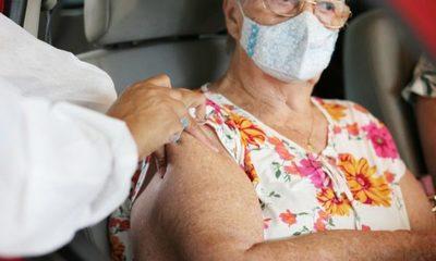 Salud no define medio para que adultos mayores se inscriban para acceder a vacuna
