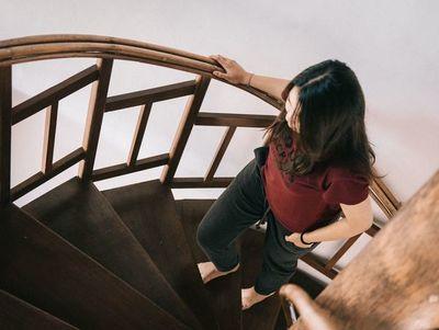 Porqué te quedas sin aliento al subir las escaleras