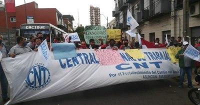 La Nación / Choferes piden fin de suspensiones de trabajo y de reguladas de buses