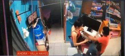 Motochorros perpetran violento asalto a mercería